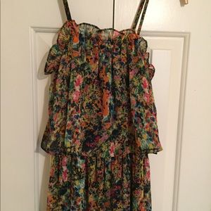 Cute lightweight fully lined floral dress